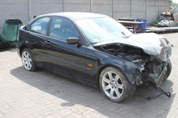rozbita czarna BMW 27