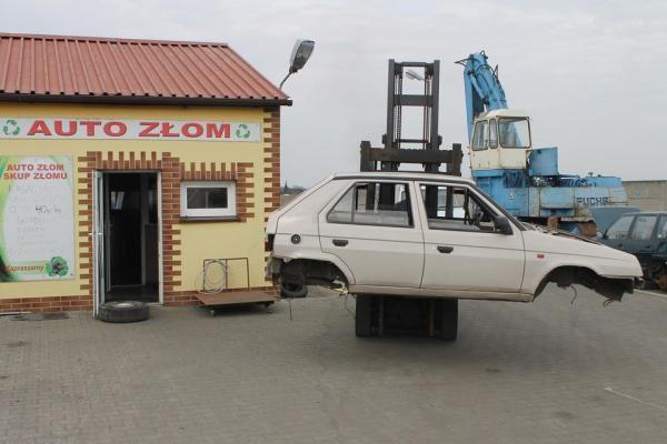auto bez kół  na wózku 45