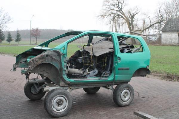 rozebrany samochód 88